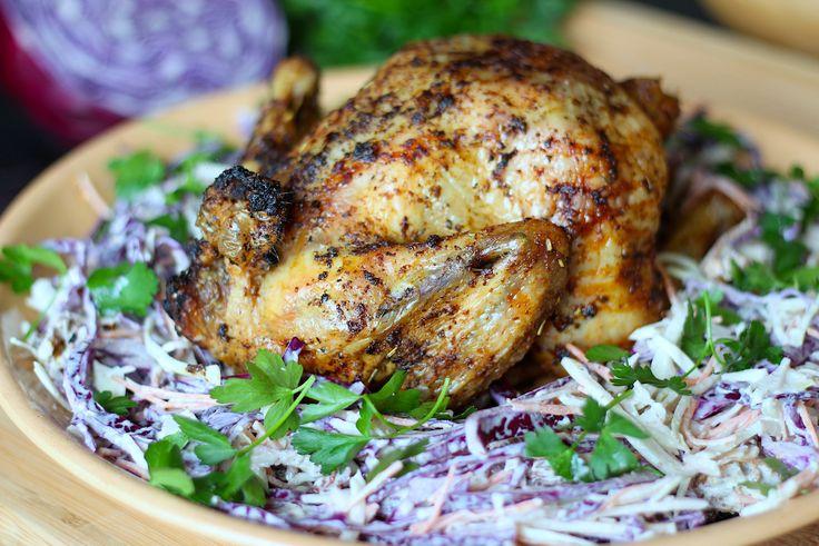 Deze geroosterde kip met koolsalade is een heerlijk zomers gerecht. Bereid m op een bierblik in de oven op de barbecue of zonder, allebei lekker!