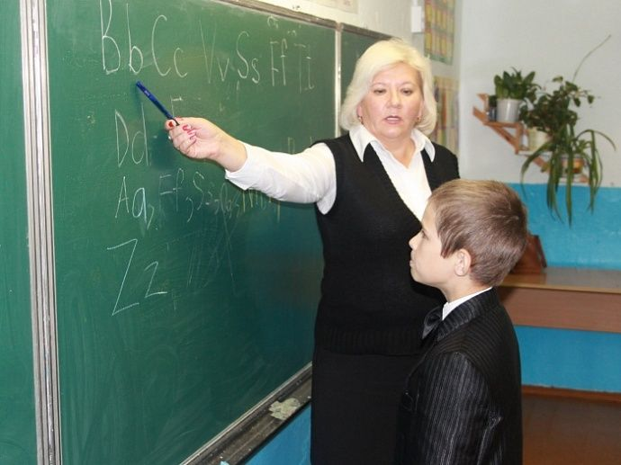 В Москве средняя зарплата учителей выросла до 67 тысяч рублей