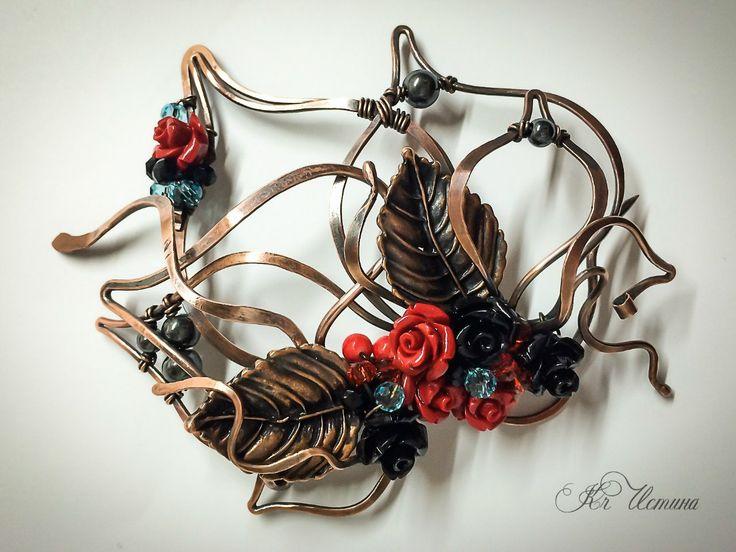 Осенний блюз. Брошь медная. Гематит, граненое стекло, прессованная керамика, акриловые розы, фурнитура - антикварная медь wire wrap