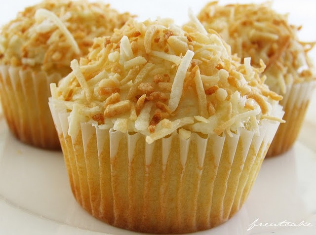 Toasted Coconut Cupcakes...omg | Eat this | Pinterest