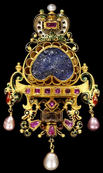 Pendant brooch. Italy (1887-1888).    Enameled gold with pearls, diamond, ruby and a sapphire intaglio.
