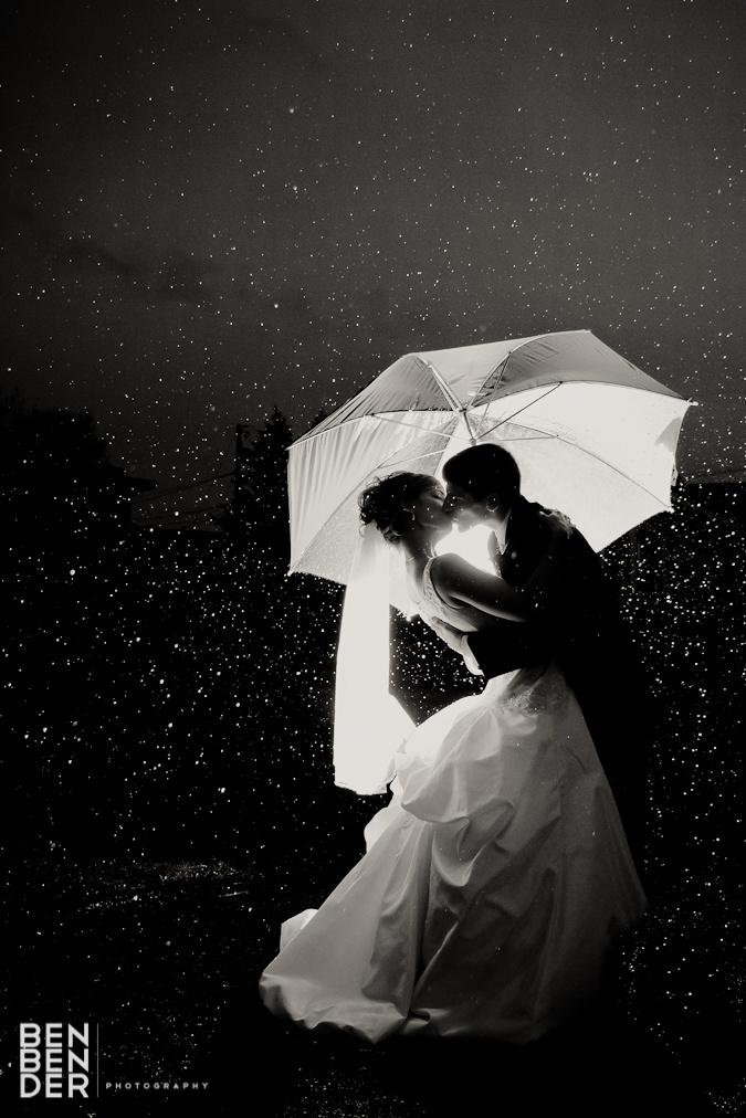 LOVE rainy day wedding photos!