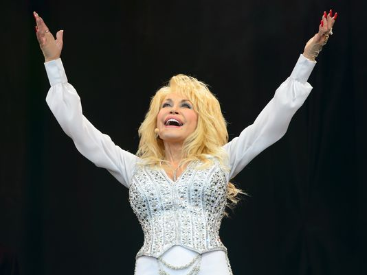 Dolly Parton chooses her 'Mini-Me' for TV movie 'Coat of Many Colors'