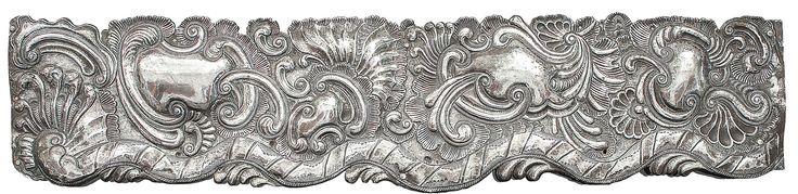 Candido silva arte colonial sudamericano Friso, plata repujada a mano con rocallas y roleos. Barroco Colonial del siglo XVIII Medidas: 90 cm largo x 20 ancho Peso: 1.300 GRS.