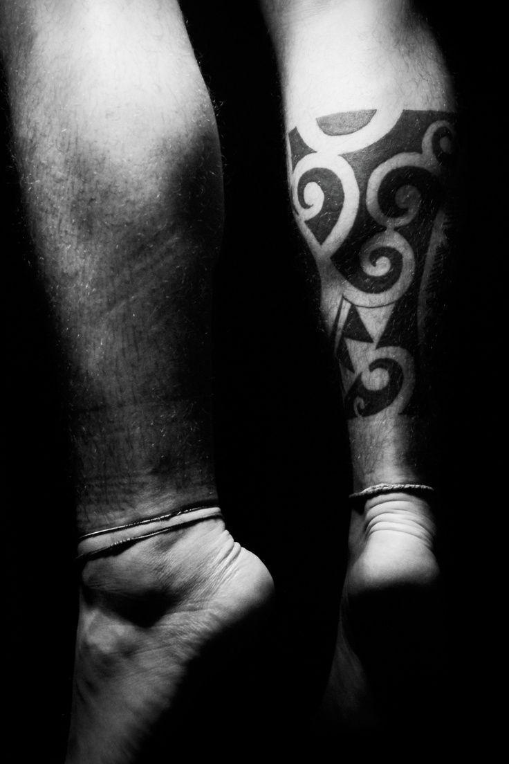 best 20 tatuagem maori na perna ideas on pinterest maori bra o tatuagem fechamento de bra o. Black Bedroom Furniture Sets. Home Design Ideas