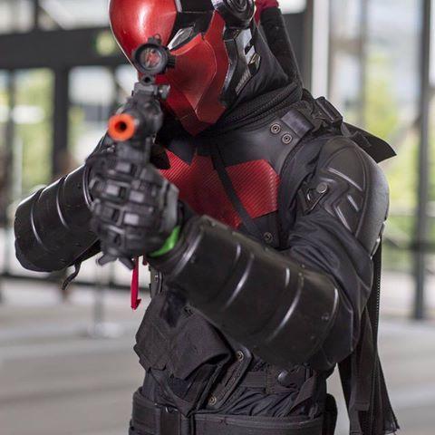 Red Hood. @armored_idiot helmet #redhood #redhoodcosplay #cosplay #jasontodd #jasontoddcosplay #armour #supanova #superhero #supanova2015 #brisbane #brisbanesupanova #ohyeah #dc #dccosplay #batman #guns #m4 #m4a1 #comics #comiccon #awesome #photo #free #sogood #happy #tired #hot