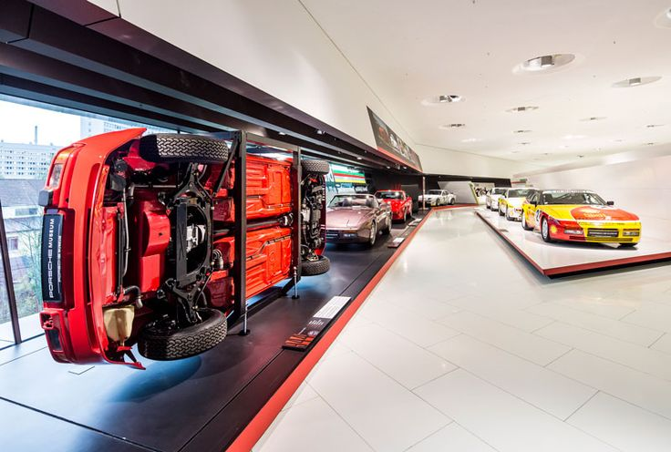 """Porsche Museum pays tribute to """"40 years of the transaxle"""" 