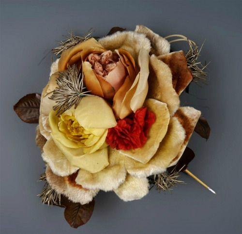 https://www.tumblr.com/search/flower hairpin