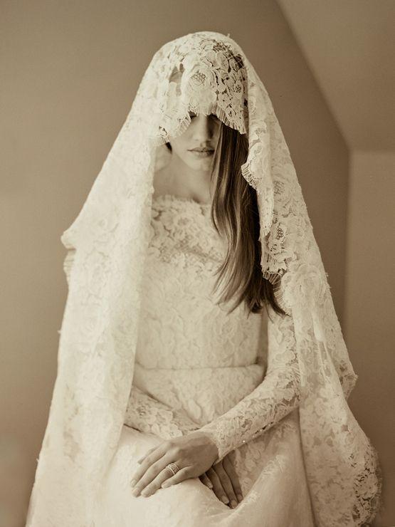 Monique Lhuillier Lace Gown And Mantilla