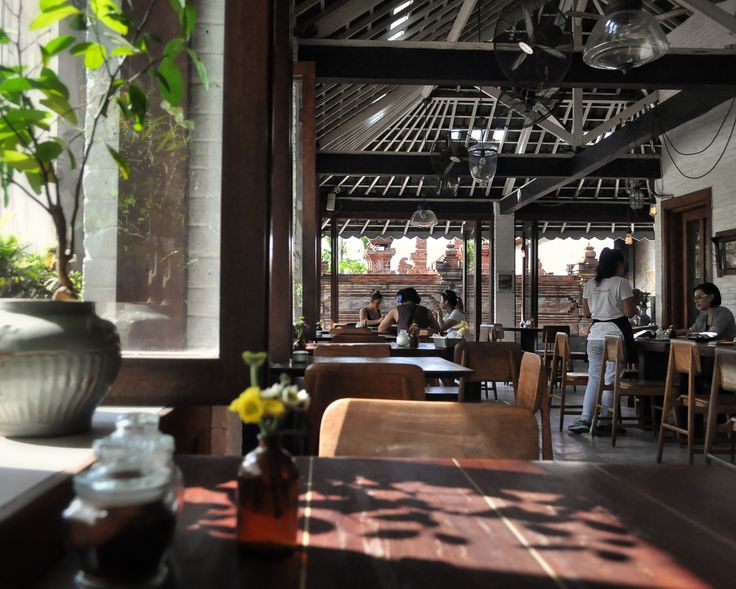 Let's start the day with something sweet.. Found in the heart of Batubelig, Watercress Café has become one of Bali's destination café for breakfast and brunch. With white walls, gorgeous rustic déc…