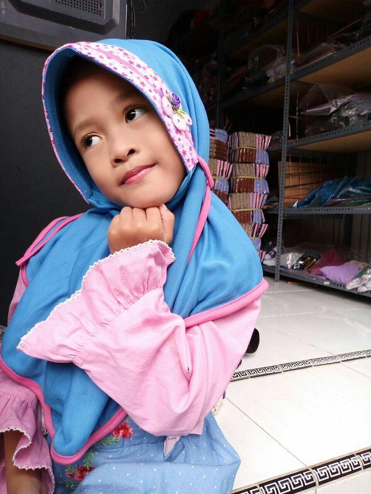 Jilbab Jan kids 3 (kode) Bahan kaos Jilbab instan anak bertali  Ecer IDR 32.000 Grosir 3 IDR 27.200 (bisa campur jilbab lain)  Stok warna biru muda (onmode) pink dusty kuning hijau muda #jilbabterbaru #jilbabcantik #hijab #jilbab #modelhijab #hijabmodern #jilbabinstan #muslimhijab #hijabstyle