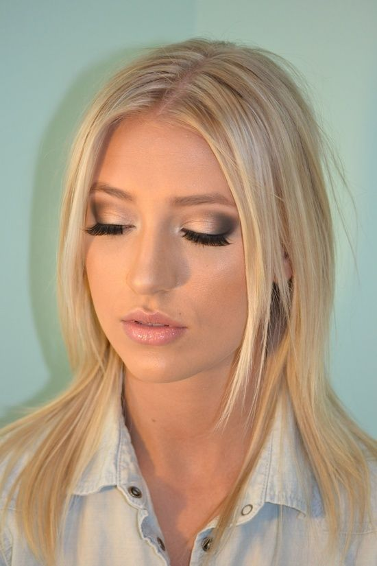 Lash enhancement and contouring are on my list of wedding makeup must haves. I also like the idea of airbrush makeup so it'll last