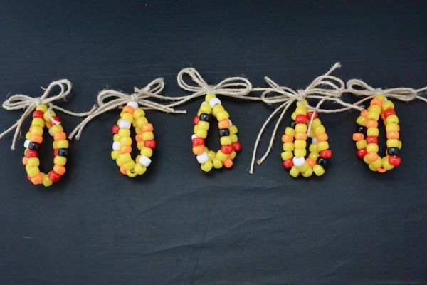 Make A Beaded Corn Ear for Thanksgiving - Slow Family