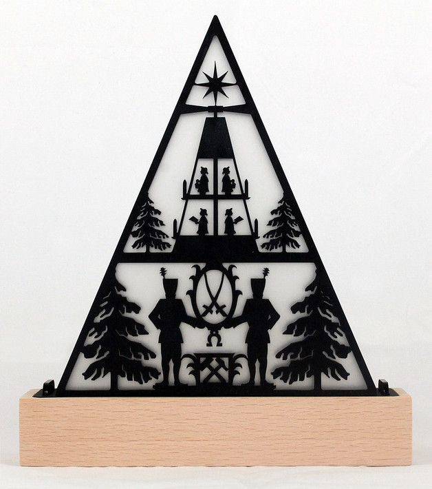 Tolle Scherenschnitt Tischleuchte in Pyramdien Form für den Advent mit Erzgebirge Motiv / Advent candle holder as decoration for christmas made by Createhead via DaWanda.com