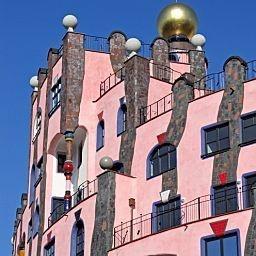 """Das #Hotel """"In der grünen Zitadelle"""" in Magdeburg wurde von dem Architekten Friedensreich Hundertwasser entworfen."""