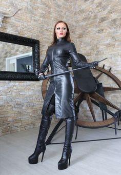 Lady-Justizia - Herrin in SM, BDSM, Heavy Rubber, Domina und Fetischspiele