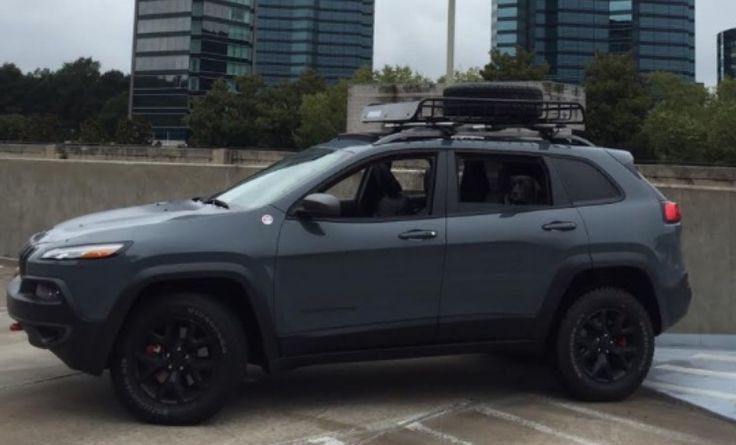 Jeep Cherokee Trailhawk with roof rack