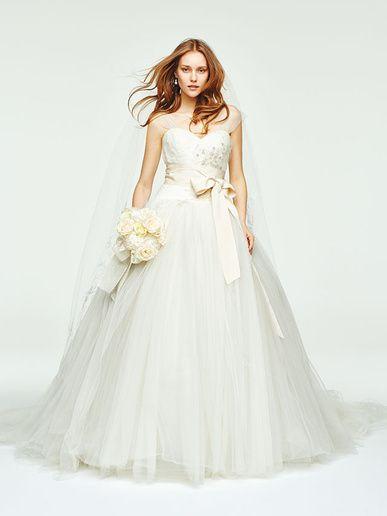 ヴェラ・ウォン ブライド銀座本店(VERA WANG BRIDE) ビッグなチュールドレスをラフに着こなす世界的トレンド