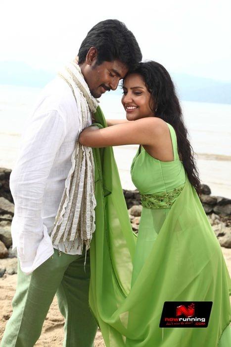Priya Anand In Ethir Neechal