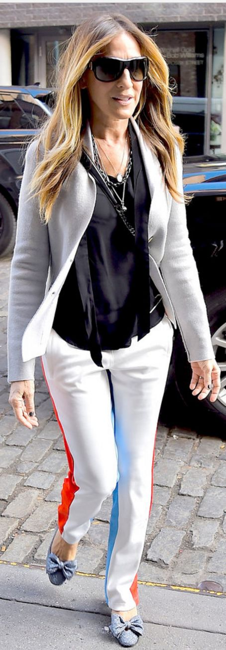 Sarah Jessica Parker in Pants Tory Sport  Blazer – Iris von Arnim  Shoes – Sarah Jessica Parker Collection