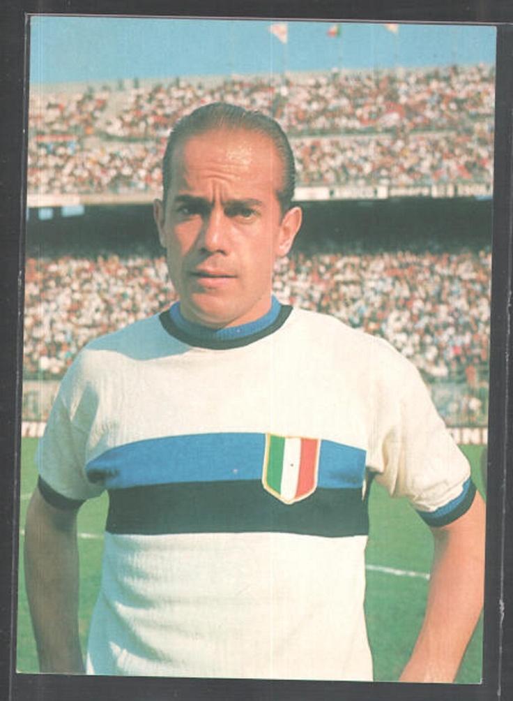 Luis Suárez, aqui con la camisa del Football Club Internazionale Milano, de los mas finos volantes creativos que ha dado el futbol español.