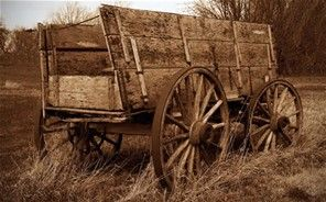 Old hay wagon wagons wheelbarrows wheels for Things to do with old wagon wheels