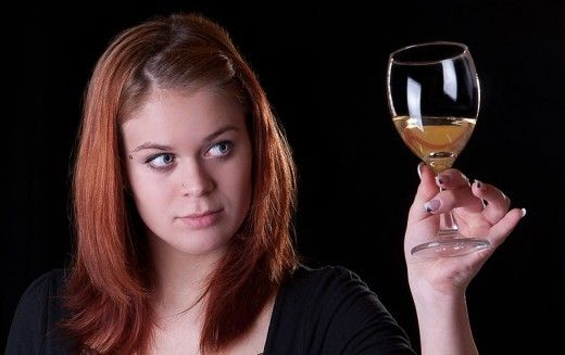 What is the risk that the acid in wine may be damaging your teeth. Discover the facts here.