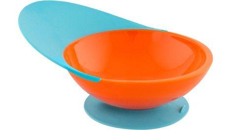 Catch Bowl è un piatto per bambini davvero geniale!  Il piatto Catch Bowl è dotato di ventosa per rimanere ancorato al tavolo e di linguetta per raccogliere il cibo che cade accidentalmente ed evitare gli sprechi.  Il piatto per la pappa Catch Bowl aiuta il bambino di mangiare da solo evitando di sporcara e di sprecare!
