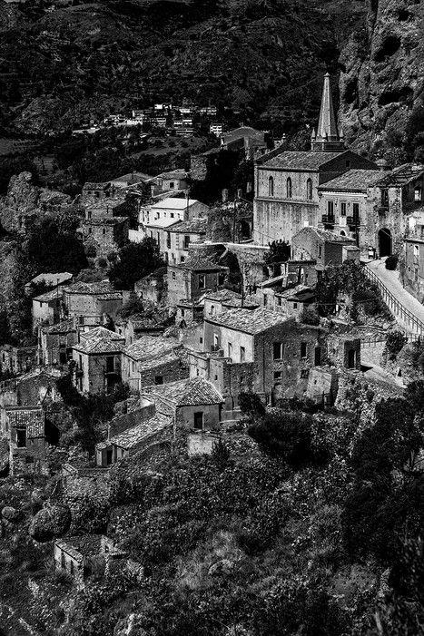 Cliff towns such as Santa Severina hug the coast.