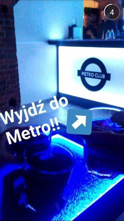 Sobota! Zastanawiasz się, gdzie wbijać? Proponujemy sobotnią noc z DJ POPPYM w Metro! Startujemy o godzinie 20:00. DO 22:00 KOBIETY ORAZ STUDENCI WCHODZĄ ZA FREE!!! Nie wiesz, czy zdążysz? Zajmiemy Ci miejsce w kolejce do baru:P #saturday #saturdaynight #rusztylek #wyjdź #zabawa #impreza #nieśpimy #bydgoszcz #metro