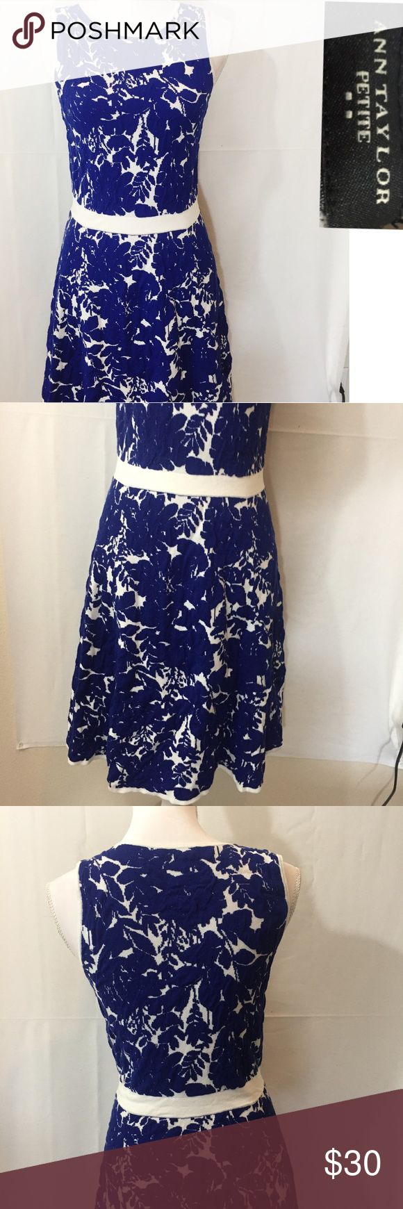 Ann Taylor petites dress🌊 Size medium blue and white floral pattern dress super cute great condition Ann Taylor Dresses Midi