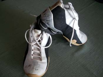 Betty Lennox Autographed Miami Sol WNBA Game Used Basketball Shoes | crazycollectors.com