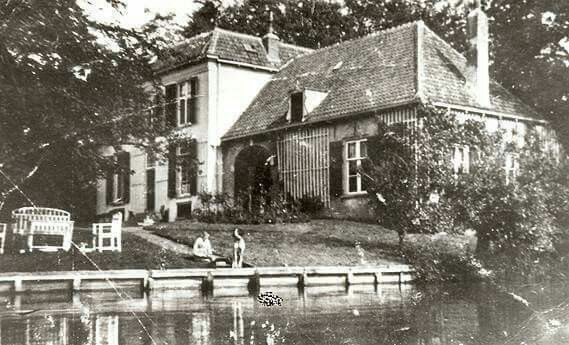 """Huize """"De Wijtenhorst"""", gelegen aan de Douwelerkolk. Het landhuis en bijbehorende woningen zijn na 1948 afgebroken."""