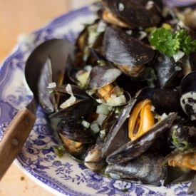 Mussels Mariniere Recipe [frenchgirlcuisine]