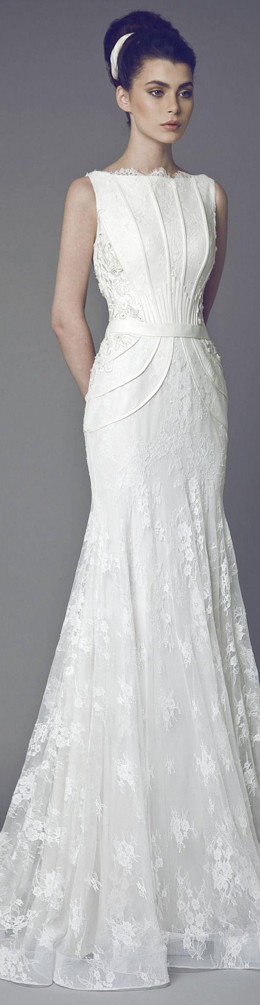Eleganta si seriozitate emanate de o rochie de mireasa superba. #nuntasieveniment, #rochiemireasa, #fotografnunta