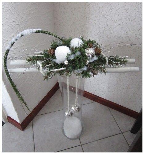 Voorbeeldkaart - Kerststuk op glazen vaas. - Categorie: Bloemschikken - Hobbyjournaal uw hobby website