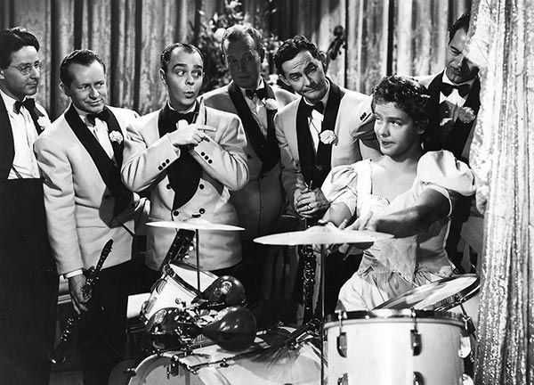 Arthur Lake as Dagwood Bumstead femulating in the 1941 film Blondie Goes Latin.