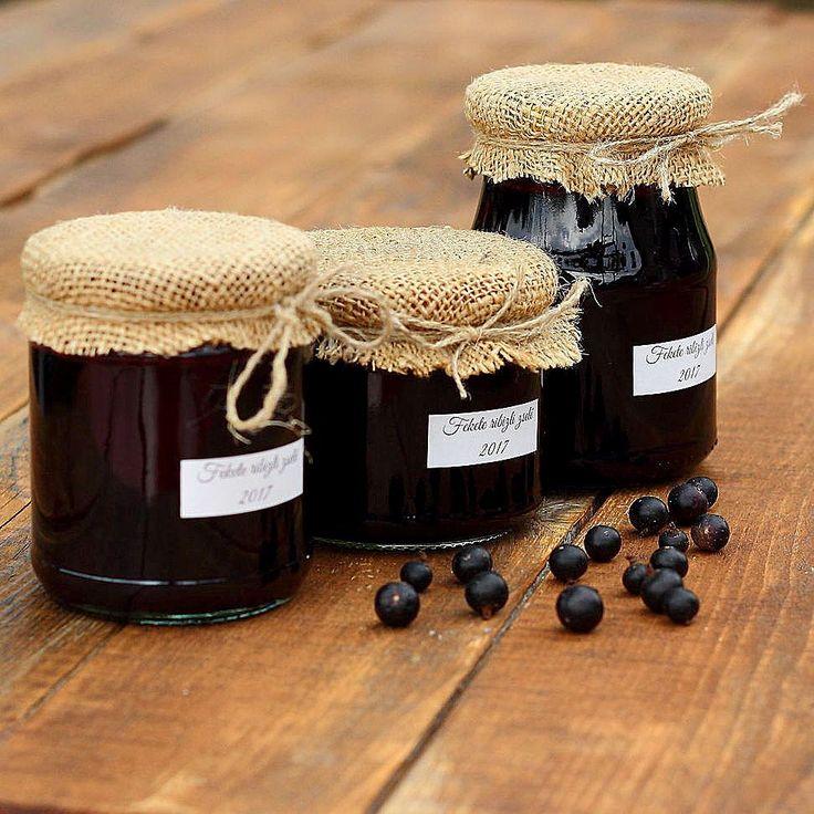 Ezzel is végeztünk jöhet a sárgabarack.We finished the blackcurrant jam the apricot jam will the next. Yummy  #mik #mik_gasztro #mutimitsütsz  #mutimiteszel #hungary #instahun #ikozosseg #magyarig #iközösség #magyarinsta #fotoklub #mutimitnassolsz #recept #instaeat #sharefood #food #recipes #instafood #foodpics #foodphotography #homemade #homemadefood #canon #dessert #lekvár #Blackcurrant #Blackcurrantjam #yummy