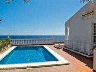 5 bedroom villa in Playa San Juan to rent from £1100 pw. With TV and DVD.
