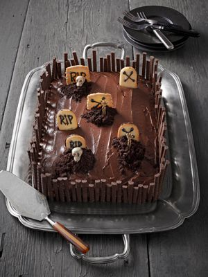 How to make a graveyard out of a simple chocolate pan cake. #halloween #desserts
