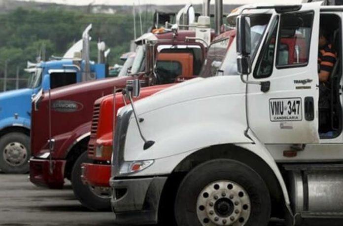 Camioneros protestan en Miami por derechos de un conductor - http://wp.me/p7GFvM-I52