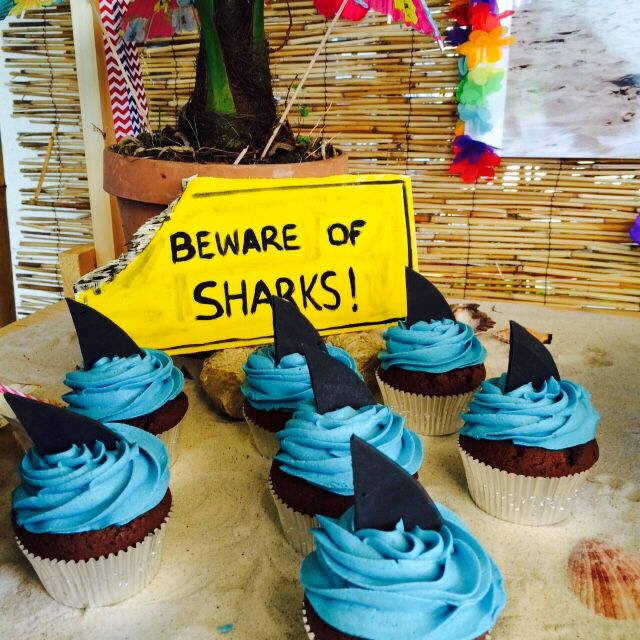Cupcakes / Surf Party Decoration