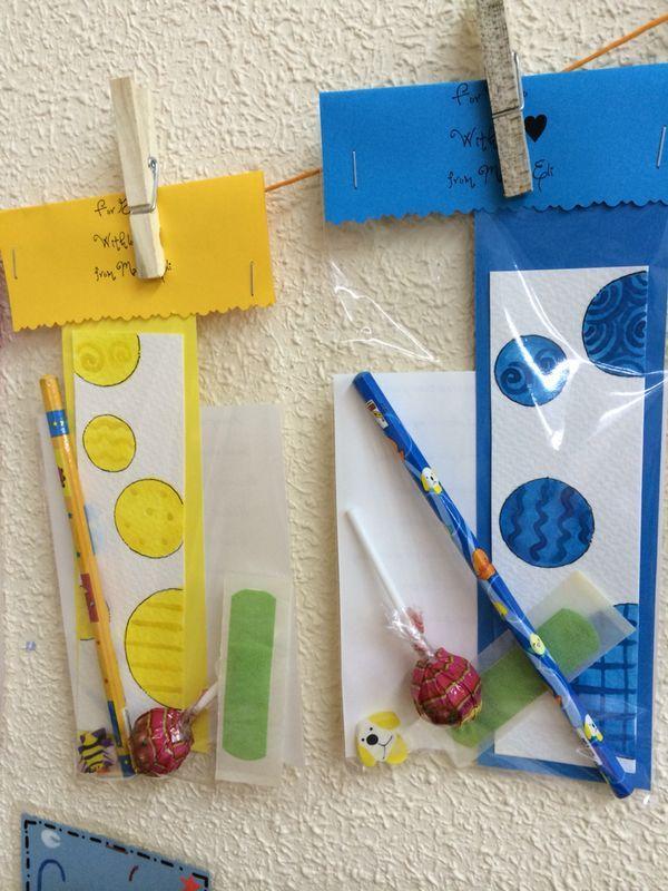 Regalos detalle de fin de curso para niños de 3/4 años. Pintados a mano.