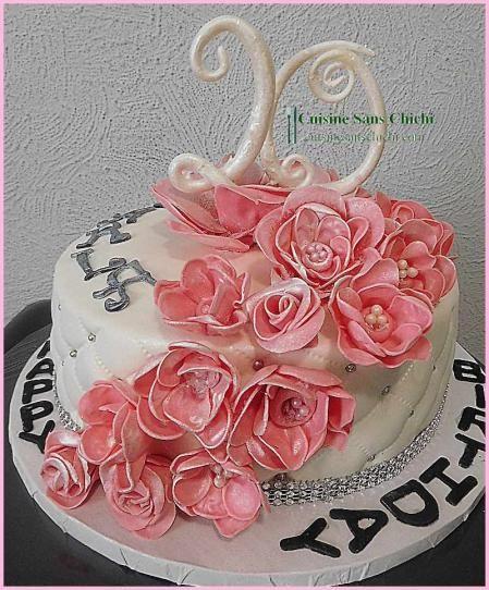 Gâteau à thème : 20 ans. Les roses et les chiffres, sont réalisés à la main sans moule en pâte à sucre. Tout est comestible.