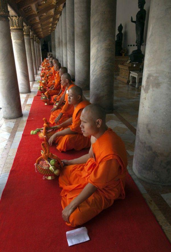 Warna Orange Jubah Biksu
