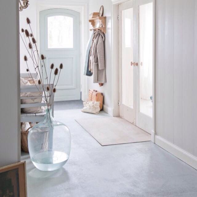 Beautiful grey and white entrance | Hallway