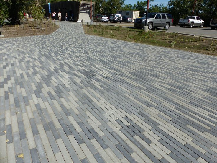 Broadway is a paver with a linear, contemporary design and can be used to create flow to any outdoor living space. It works well when laid in an offset pattern and stands out even without the addition of other paver sizes.#BURNCO #hardscape #hardscapes