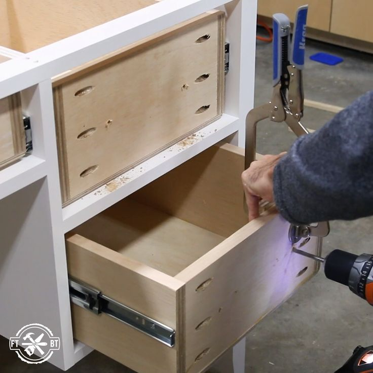 Learn how to Make a Farmhouse Desk with Drawers