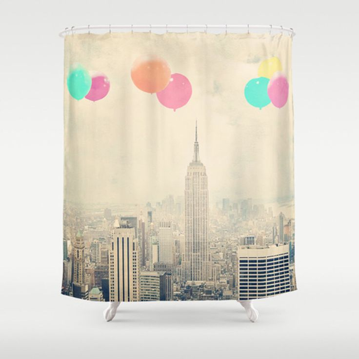 "New York Dusche Vorhang - ""Balloons over the City"" - Badezimmer-Dekor - Vintage-Stil - Manhattan - Skyline von New York von maybesparrowphoto auf Etsy https://www.etsy.com/de/listing/231282361/new-york-dusche-vorhang-balloons-over"