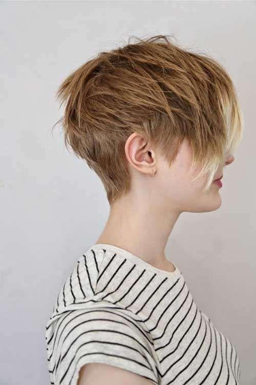 Tagli di capelli pixie cut - Pixie cut scalato con maxi frangia
